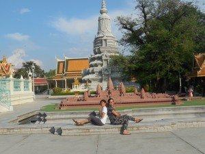 Nous devant une maquette du temple d'Angkor