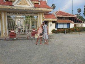 Devant le mémorial de Choeung Ek, ancien camp d'extermination, à 15 Km de Phnom Penh